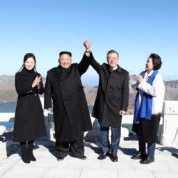 Kim Jong-Un, South Korean President Cheer atop 'Spiritual' Volcano Mt. Paektu
