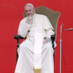 Report: Pope Francis Suffers From a 'Trust Deficit'