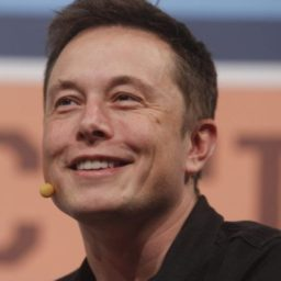 Tesla Fails to Deliver on Solar Roof Tiles, Recruits Unpaid Volunteers to Work in Dealerships