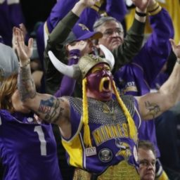 WATCH: Elderly Vikings Fan Puts Youthful Packers Fan in Chokehold