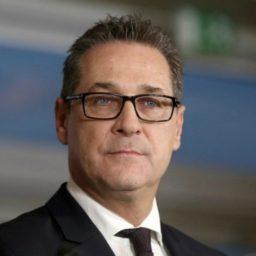 Austrian Vice Chancellor Proposes Full Halt on Granting Turks Citizenship