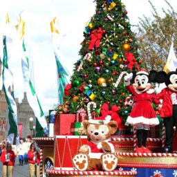 WATCH: Disneyland Parade Float Collapses, Santa Dangles from Sled