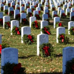 Wreaths Across America: Arlington Cemetery's Heroes 'Were Left and Right, Atheist and Christian'