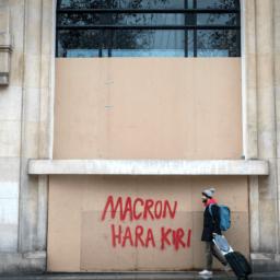 Yellow Jackets Latest: 1,000 People Still in Custody in Macron's France
