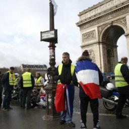 France's Yellow Vests Keep Pressure on Macron, Protest for 11th Week