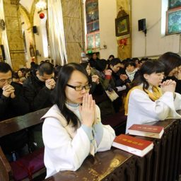 Human Rights Activist: Chinese Christians Were 'Crying' After Receiving 'Smuggled Bibles'