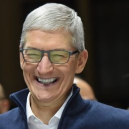 Apple Accused of Monitoring Former Executive's Text Messages