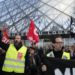 Protests Close Louvre Museum in Paris on 44th Day of Pension Strikes