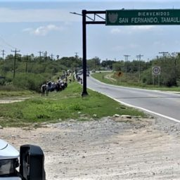 Mexican State Cops Stop Buses with Caribbean Migrants Headed for Border, They Kept Walking